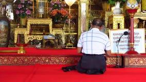 在佛教寺庙的祷告 股票视频