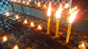 在佛教寺庙的蜡烛 股票录像
