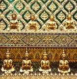 在佛教寺庙的装饰墙壁 免版税库存照片