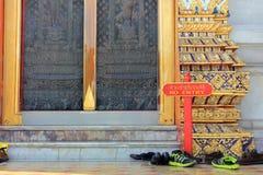 在佛教寺庙的闭合的仪式在曼谷,泰国 免版税库存照片