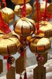 在佛教寺庙,台湾的金黄祝愿的响铃 免版税图库摄影