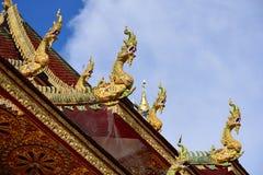 在佛教屋顶寺庙的传统泰国样式艺术  免版税库存图片