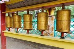 在佛教datsan Dechen Ravzhalin的祷告圆筒在Arshan 俄国 免版税库存照片