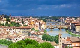 在佛罗伦萨全景的看法有sumrise的,意大利 免版税库存照片