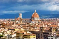 在佛罗伦萨全景的看法有sumrise的,意大利 免版税图库摄影