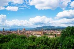 在佛罗伦萨和圣玛丽亚del菲奥雷Duomo大教堂的著名看法从米开朗基罗在Floren摆正Piazzale米开朗基罗 库存图片