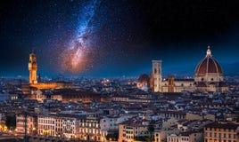 在佛罗伦萨在晚上,意大利的银河 库存照片