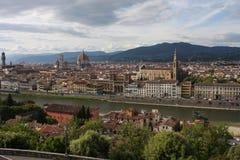 在佛罗伦萨意大利的VPanoramic视图有城市河的,托斯卡纳,意大利 免版税图库摄影
