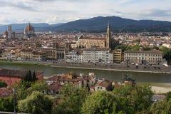 在佛罗伦萨意大利的VPanoramic视图有城市河的,托斯卡纳,意大利 免版税库存照片
