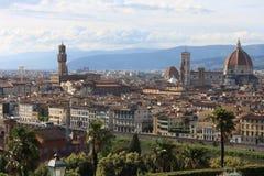 在佛罗伦萨意大利的VPanoramic视图有城市河的,托斯卡纳,意大利 免版税库存图片