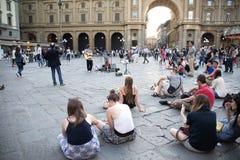 在佛罗伦萨正方形的吉他弹奏者` s比赛  库存照片