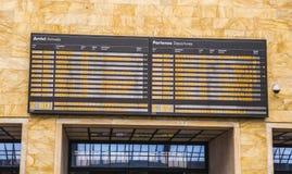 在佛罗伦萨火车站-佛罗伦萨意大利- 2017年9月13日的离开和到来表 免版税图库摄影