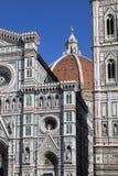 在佛罗伦萨,意大利大教堂的圆顶的顶部人们  库存照片