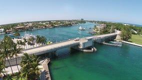 在佛罗里达海岸线的吊桥 图库摄影