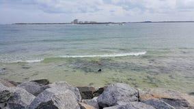 在佛罗里达海滩的清楚的水 库存图片