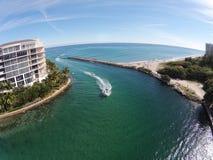 在佛罗里达鸟瞰图的沿海入口 免版税库存图片