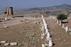 在佩尔加蒙或Pergamum古希腊市的古老车行道在Aeolis,现在贝尔加马附近,土耳其 免版税库存图片