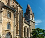 在佩希托尔茨多夫的中心在奥地利-有famouse独特的果皮塔的老教会 图库摄影