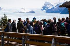 在佩里托莫雷诺冰川的游览 库存照片