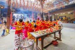 在使人开眼界的仪式, Thien Hau夫人塔,越南的南狮舞蹈 库存图片