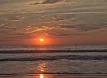 在使命海滩,加利福尼亚的日落 免版税库存照片