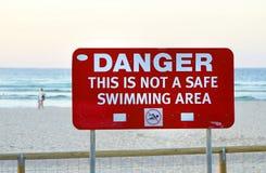 洪水在使海滩的昆士兰不安全为游泳 图库摄影