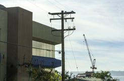 在使用中的建筑用起重机 免版税图库摄影