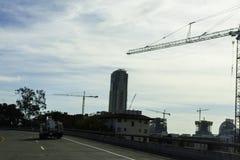 在使用中的建筑用起重机 库存图片