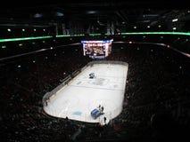 在使用在中心贝尔中心,蒙特利尔,加拿大的Canadiens Habs NHL比赛的Zamboni 免版税库存照片