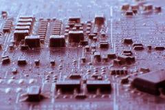 在使用的电子线路bo的表面登上多灰尘的smd组分 图库摄影