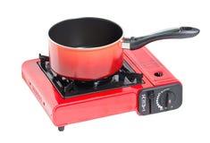 在便携式的煤气炉的不粘锅的罐。 图库摄影
