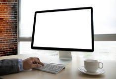 在便携式计算机上的工作区背景新的项目有空白的c的 图库摄影
