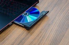 在便携式计算机的CD/DVD ROM 库存图片