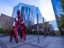 在俄克拉何马市市中心-俄克拉何马市-俄克拉何马- 2017年10月18日的现代雕塑 库存图片
