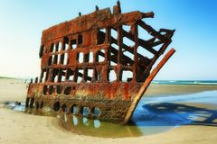 在俄勒冈海岸的彼得Iredale海难 免版税图库摄影