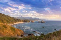 在俄勒冈海岸的新月形海滩 免版税图库摄影