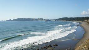 在俄勒冈海岸线的和平的海浪膝部 库存图片