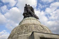 在俄国战争纪念建筑的雕象在treptow柏林德国 库存照片