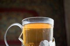 在俄国杯座的茶 库存图片