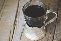 在俄国杯座的茶 免版税库存图片