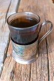 在俄国杯座的茶 免版税库存照片
