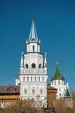 在俄国样式的塔 免版税库存照片