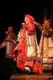 在俄国歌曲nadezhda babkina和剧院俄国人歌曲的全国民歌手的阶段的表现 库存图片