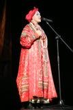 在俄国歌曲nadezhda babkina和剧院俄国人歌曲的全国民歌手的阶段的表现 免版税图库摄影