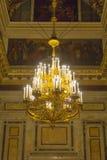 在俄国正教大教堂寺庙的枝形吊灯 库存照片