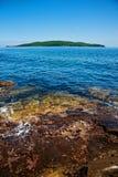 在俄国海岛的海湾 免版税库存照片
