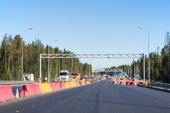 在俄国联邦高速公路A-181斯堪的那维亚的重建的建筑工作 库存图片
