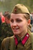 在俄国苏联一致的第二次世界大战的军事再enactor 二战制服的苏联女兵 库存照片