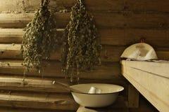 在俄国蒸汽浴- banya的桦树长扫帚 免版税库存照片