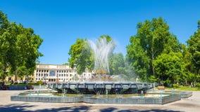 在俄国诗人普希金亚历山大谢尔盖耶维奇正方形的喷泉  库存照片